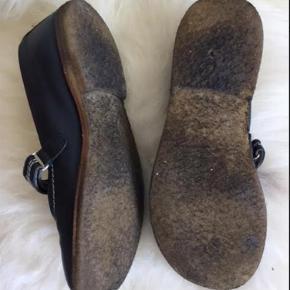 Varetype: Skind sko Farve: Sort  Sælges for en veninde ;o)
