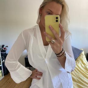 Virkelig fin skjortekjole fra Malene Birger 💜  Aldrig brugt.  Der medfølger en underkjole til.  Str xs men fitter optil s-m