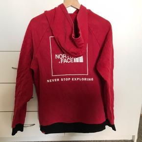 Pæn the North Face hoodie. Str M Skriv pb for mere