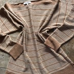 Fin bluse sælges str. L Passer bedre str. M