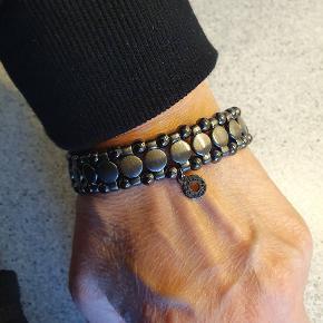 Smukt armbånd med elastik. Virkelig fint 😍