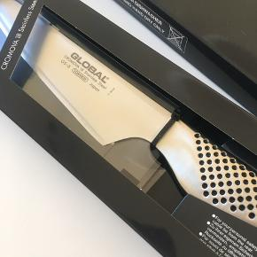Global køkkenkniv. 13 cm.  Helt ny, aldrig brugt.  Nypris: 769,95.