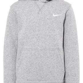 Jeg sælger min elskede nike hoodie da jeg ikke bruger den mere. Np: 550 mp: 200kr da den er som ny. Men tager gerne imod bud💕💕