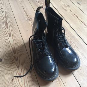 Lækre DR. Martens støvler.  Sælges da de er for store.  BYD gerne!