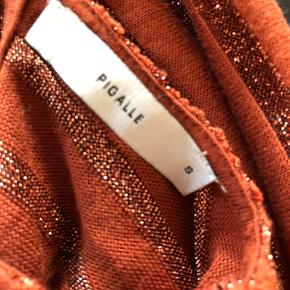 Super udsalg.... Jeg har ryddet ud i klædeskabet og fundet en masse flotte ting som sælges billigt, finder du flere ting, giver jeg gerne et godt tilbud.............. 😀😀😀😀😀😀😀  * Efterårs smart bluse str S  Brugt 3 gange - som ny