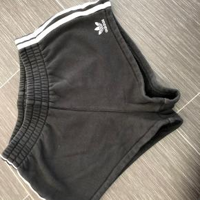 Super udsalg.... Jeg har ryddet ud i klædeskabet og fundet en masse flotte ting som sælges billigt, finder du flere ting, giver jeg gerne et godt tilbud  * Fine Adidas Sweat Shorts brugt ca 10 gange nypris 349