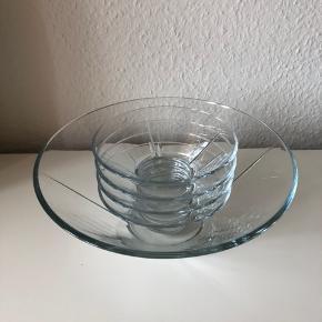 Sælger disse fem skåle fra Rosendahl. Har stortset aldrig været brugt.  Kan hentes i Odense eller Fredericia.