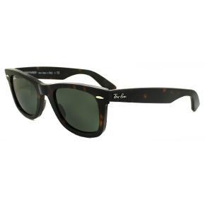 Ray-Ban 2140 Wayfarer solbriller. De klassiske briller fra Rayban har UV400-beskyttende glas. Etui og brilleklud medfølger. Glasfarve: Grøn. Stelform: Wayfarer. Stelfarve: Tortoise. Stang: 145 mm. Næsebro: 22 mm. Glas: 47 mm. Giv et bud. Bytter ikke.