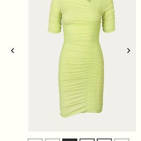 Hej, jeg sælger denne flotte Stine Goya kjole, den er brugt 1 gang. Kom gerne med et bud 🌸