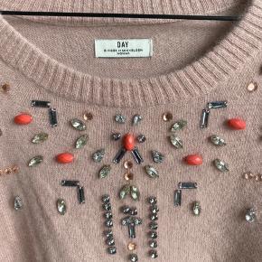 Fin angora strik med 30% nylon Perle påsætning er intakt Brugt 4-5 gange til pænt brug