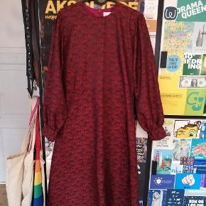 🌹Smuk Hosbjerg Long Ursula kjole. Købt på sample sale.  🌹Helt ny og ikke brugt.  🌹Str. S men kan sagtens fitte en M