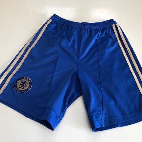 Flotte originale Chelsea shorts, brugt få gange og fejler intet.  Str. 11-12 år  Fast pris og bytter ikke