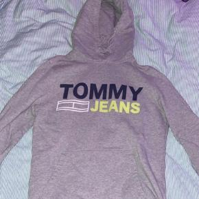 Sælger Tommy Hilfiger hoodie, nærmest ikke blevet brugt. Str small