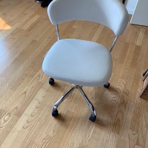 Fin kontor stol i hvid.