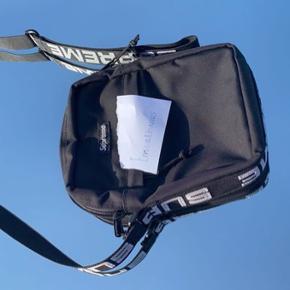 Super søgt efter suprême skulder taske i sort✨
