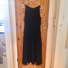 Meget pæn ryg (første billede), pæn kjole til fest