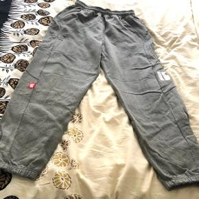 Sweatpants from stoprocent. Great quality, warm and cozy sweats in very good condition. All for 350 incl delivery via tradono. Check the other of my listings with sweatshirts and jeans 👖