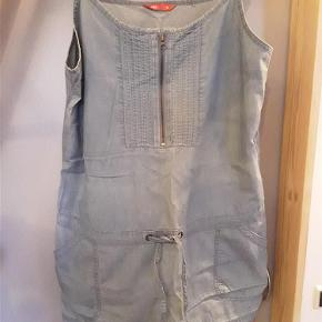 Tunika el. kort kjole, Esprit str. 44, bomuld. Brystvidde 110 cm. længde fra u/arm 68 cm. Regulerbare stropper.  Tunika/kjole Farve: blå
