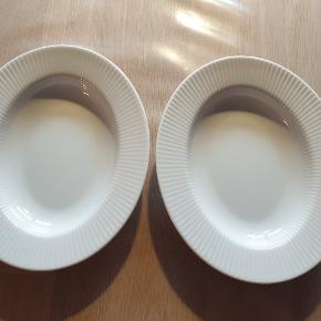 2 stk. Ovale små dybe tallerkner fra Eva Trio i serien Legio Nova. Har kun været brugt ganske få gange. Prisen er for dem begge nyprisen er 129,95 pr. Stk.