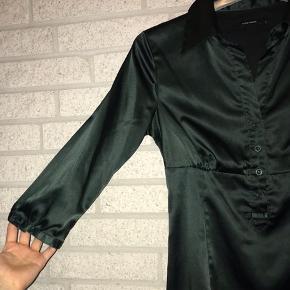 Greenpeace🍃 Grøn satinskjorte fra Vero Moda i størrelse 34-36