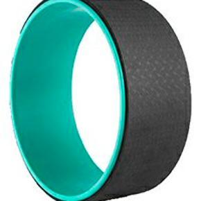 Nypris 399   Yoga Wheel er designet til rygøvelser (backbends) som forbedrer din fleksibilitet og løsner spændinger omkring ryggen/rygsøjlen og brystkassen.  Lavet i PVC med 4mm TPE polstring. Tåler belastning på op til 110 kg.  Bredde: 13 cm Diameter: 33 cm