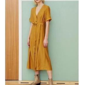 Skøn kjole fra Gestuz. Mp 400 pp  Se også mine andre annoncer med lækkert tøj og sko fra Ganni, Gestuz, Birkenstock, Goya, Malene Birger, samsøe mfl.