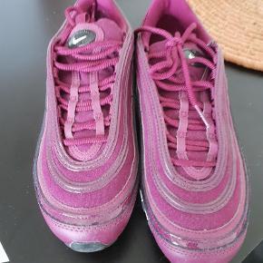 Varetype: Sneakers Farve: Bordeaux Oprindelig købspris: 1500 kr.  Købt for små Nike air Max 97