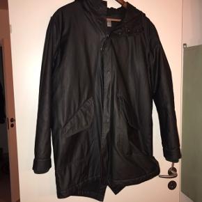 """Super fed coated jakke med hætte og uldfor fra Samsøe & Samsøe str L Farven er """"pirat Black"""""""