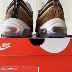 Nike Air Max 97  Ale Brown/Black-Elemental Gold  Ekstra snørebånd og æske følger med.