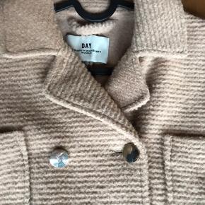Nice jakke fra Malene birger np: 1500 mp: 500 God stand! Farven er en lille smule mørkere i virkeligheden