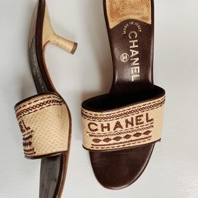 Smukkeste vintage Chanel kitten heels. Købt i Paris.