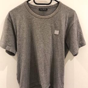 Acne t-shirt Str S Kvittering medfølger  Nypris 800kr