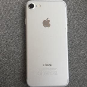 Hej Jeg sælger min iPhone 7 med 128 gigbyte. Som man kan se på nummer 2 billede er skærmen en smule smadret, men det kan sagtens skiftes. BYD Skriv pb for mere info og billeder.
