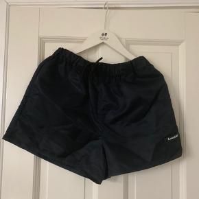 Cool shorts købt denne sommer fra Lovechild 1979 i størrelse 36. De kostede oprindeligt 600 kroner og er Kun brugt en gang.
