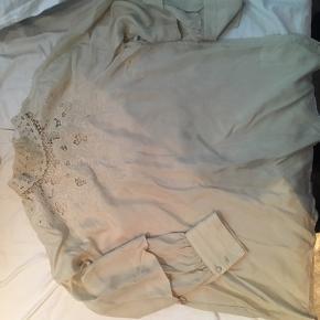 Fin silke skjorte