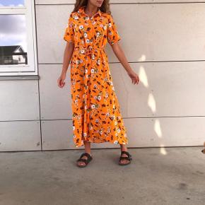Smukkeste lange kjole med bindebånd fra Envii ❤️🤩