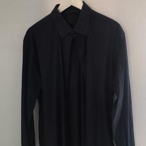 Vildt lækker skjorte   Nyprisen er ca 3000kr på deres hjemmeside