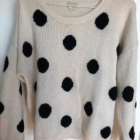 Skønneste polka prikket strik bluse.