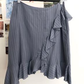 Super fin nederdel i 100% silke. Fejler intet og er kun blevet brugt 1 gang  #Secondchancesummer