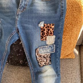 Sælger disse super fede jeans i str xs. Er lidt store i det. Er normal 36/38. Har haft dem på en gang men de er ikk mig.