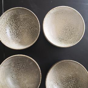 4 K H Würtz skåle. Sælges kun samlet. Kan afhentes i København eller Herlev. 200kr pr. Stk.