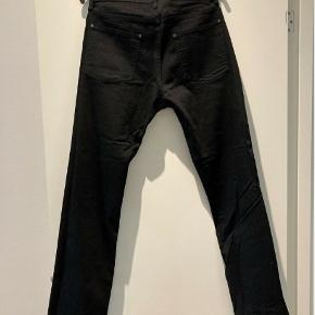 """Jeans, Tiger Of Sweden, str. 31, Sort, Næsten som ny  Et par sorte jeans fra Tiger Of Sweden Størrelse: 31/32""""  Skriv hvis interesseret. 41 42 41 94  Meget af det tøj jeg sælger, er aldrig blevet brugt. Det har ligget pakket ned i kasser.  •Se mine andre annoncer•"""