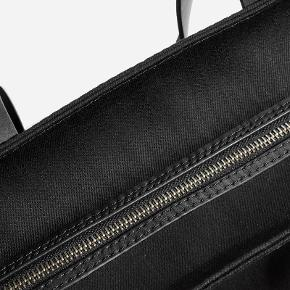 Everlane twill zip tote in black with leather straps. In perfect condition