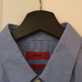 Fed skjorte fra Hugo Boss i en lækker kvalitet. Skjorten er super slim fit så den sidder rigtig pænt