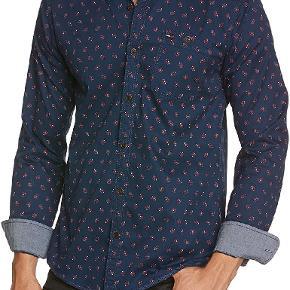 Den fedeste rough washed skjorte fra Tommy Hilfiger Denim.  Optimal til også at smørge ærmerne op på.  Se også alle mine andre annoncer af mærkevarer i høj kvalitet og stand til vanvittigt lave priser.