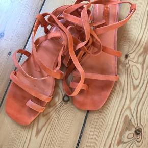 Super flotte sandaler. Brugt en gang, desværre købt i forkerte størrelse.  Nypris 624kr  Fra ikke rygerhjem