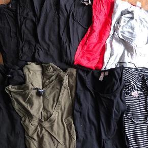 Varetype: T-shirt Størrelse: 4XL Farve: Blå, Grøn, Grå, Rød, Sort Oprindelig købspris: 930 kr.  Ikke ryger hjem.   4 stk. sorte t-shirts fra H&M i 4XL / XXXXL 1 stk. grå t-shirt fra H&M i 3XL / XXXL 1 stk. rød t-shirt fra H&M i 4XL / XXXXL 1 stk. blå og hvid stribet t-shirt fra H&M i 4XL / XXXXL 1 stk. sort t-shirt med lomme fra Ellos i str. 54 1 stk. grøn t-shirt med lomme fra Ellos i str. 54 1 stk. sort t-shirt fra asos i str. 52 (aldrig brugt)  Samlet pris for alle 10 stk.   Gode til træning, havearbejde og lign. eller at sove i. Kan også sagtens bruges som hverdagstøj. Lækker blød og behagelig bomuld.    Tilbud på alle mine tøj annoncer:  Køb 4 stk. og betal kun for 3. Den billigste er gratis.   Køb 10 stk. og betal kun for 6. De 4 billigste er gratis.   Hvis der er flere stykker tøj på én annonce med en samlet pris, gælder de som et stk. ved samlerabat.    Jeg måler desværre ikke det billigste tøj. Ellers har jeg skrevet mål i annoncen. Men du er altid velkommen til at returnere og få dine penge igen - præcis som hvis det var købt i en butik ;-)