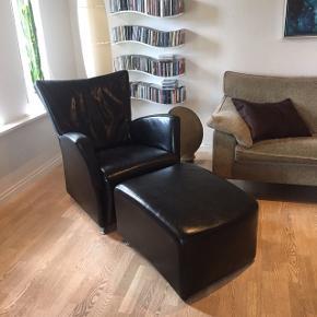To lænestole og én skammel til salg! 1000 kr pr stol og 500 kr for skammel. Kan købes hver for sig eller samlet for 2500 kr!