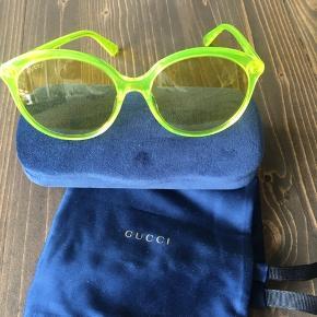 Gucci transparente solbriller i gul/grøn farve med original dustbag og etui.