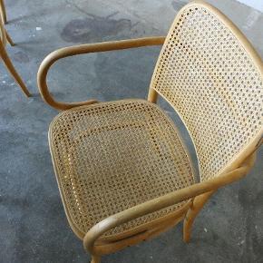Så flotte spisebordstole med fransk flet - har tre tilbage og koster 2000kr stk. Uhyr svære at finde. 🙈   Se mere på IG Cherry vintage Esbjerg 🍒